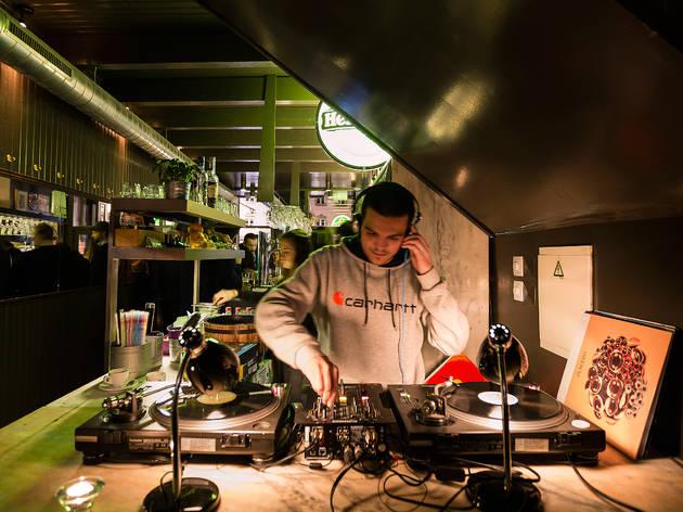 Respeite os DJs