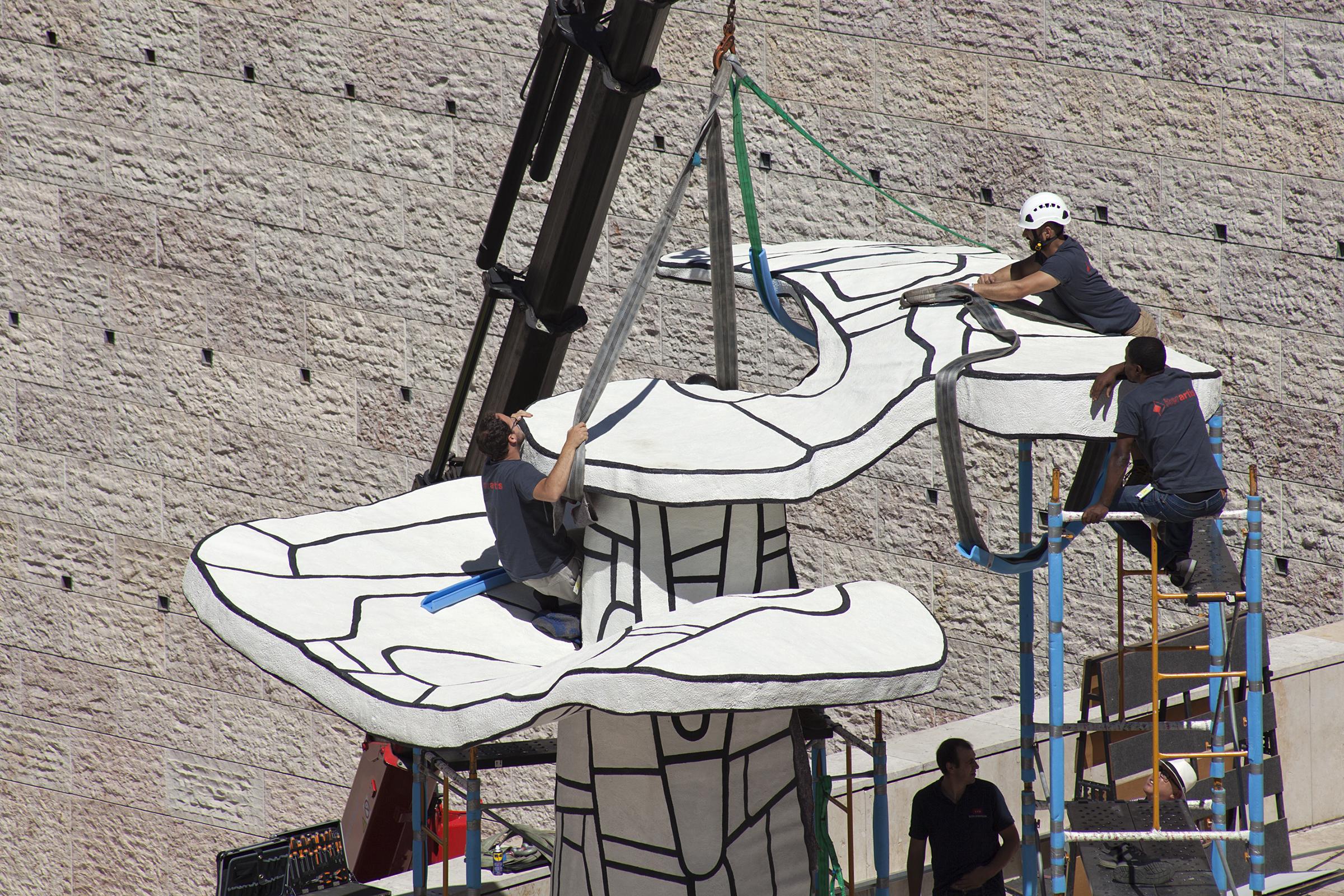 """desmontagem da obra """"L'Abre biplan"""