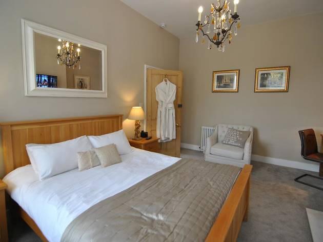 Best cheap hotels Windsor: Alma House