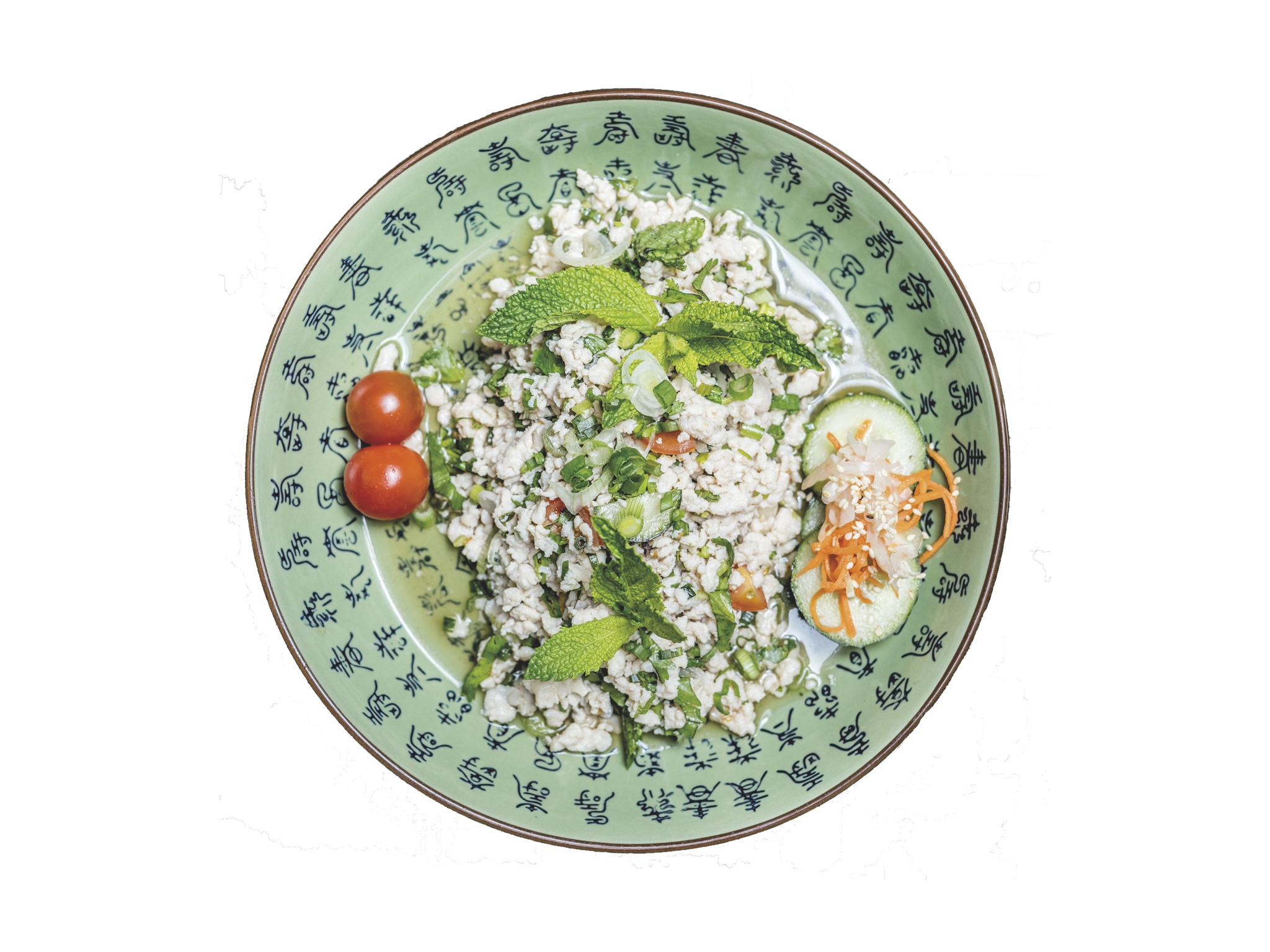 Laab gai de frango picado com ervas thai