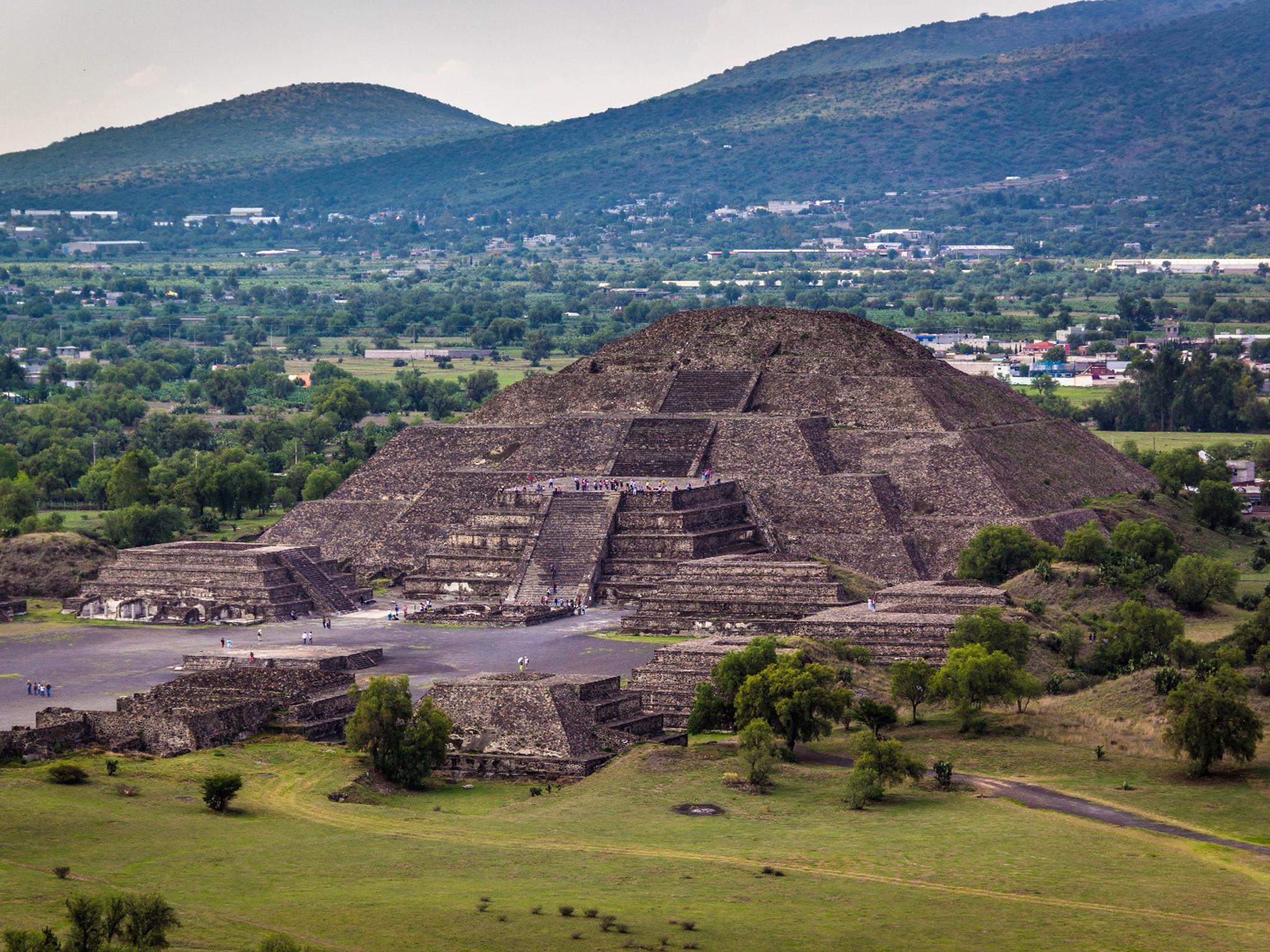 La Pirámide de la Luna en la Zona Arqueológica de Teotihuacán