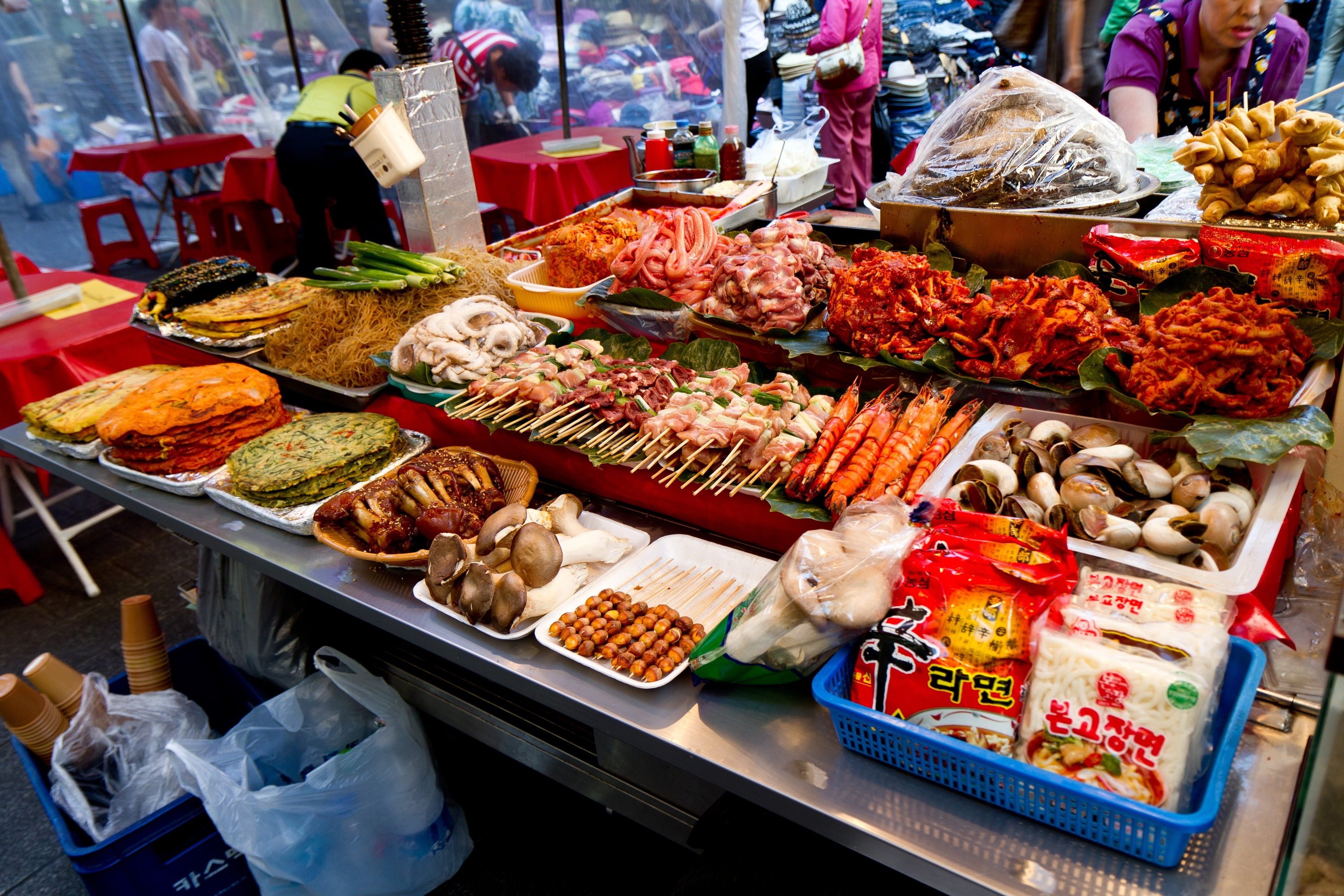 12am - 2pm ▶ Fill your stomach with street foods at Tongin Market