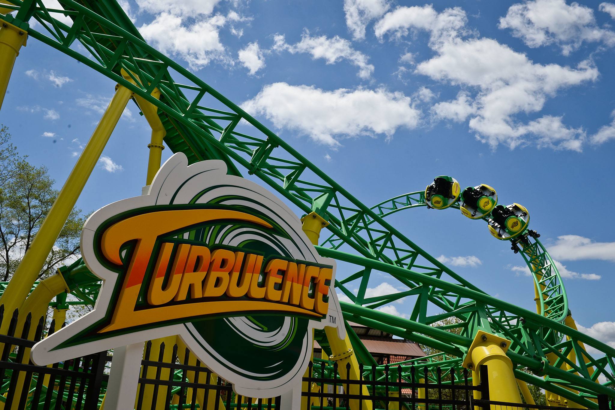 best amusement parks near nyc from hersheypark to six flags