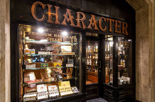 Character Whisky & Cigar Bar 01
