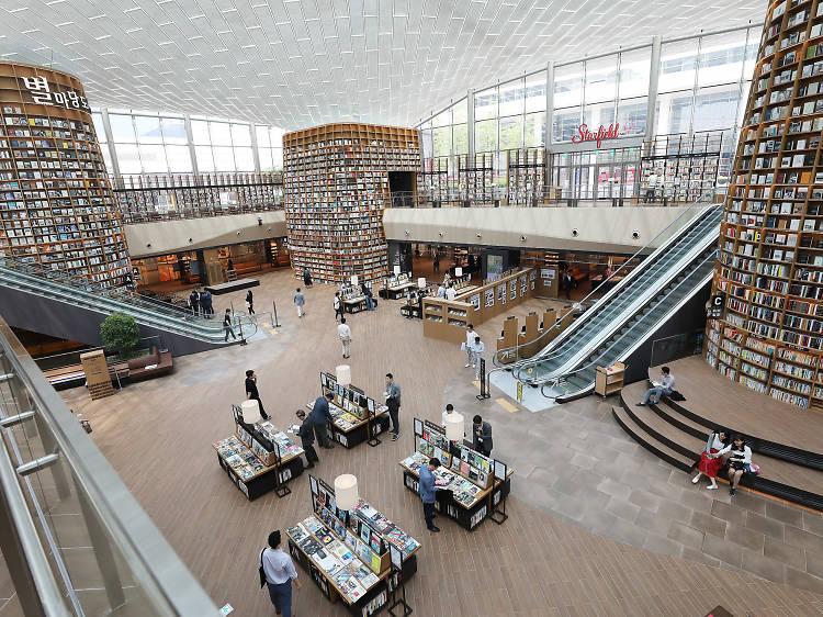 10:00~11:00 ▶ 스타필드 코엑스몰 별마당 도서관에서 하루를 위한 숨 고르기