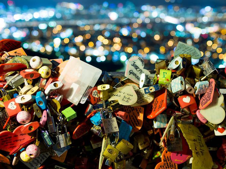 19:00~21:00 ▶ 서울 N 타워 전망대에 올라 사랑의 열쇠 달기