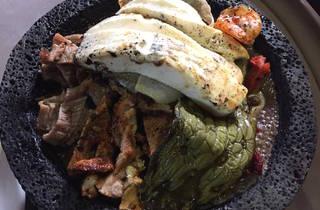 Molcajete de carne y mariscos (Foto: Bruno Eflamm)