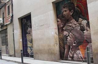 Las persianas del Raval, convertidas en obras de arte urbano [FOTOS]