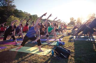Yoga en espacios abiertos
