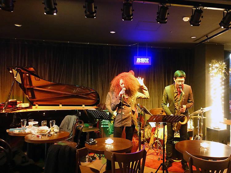 22:00~23:00 ▶ 천년동안도에서 재즈 공연 즐기기