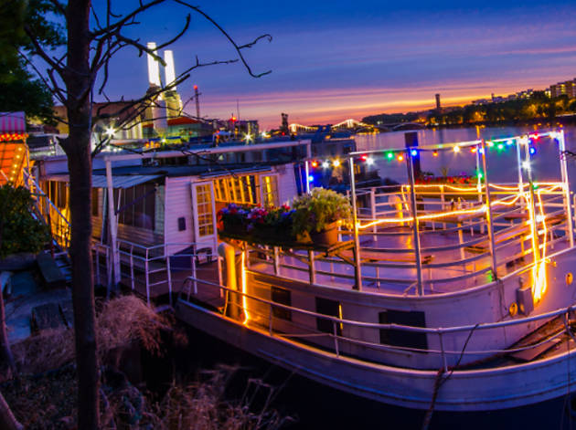 'Beautifully Midsummer' at the Battersea Barge