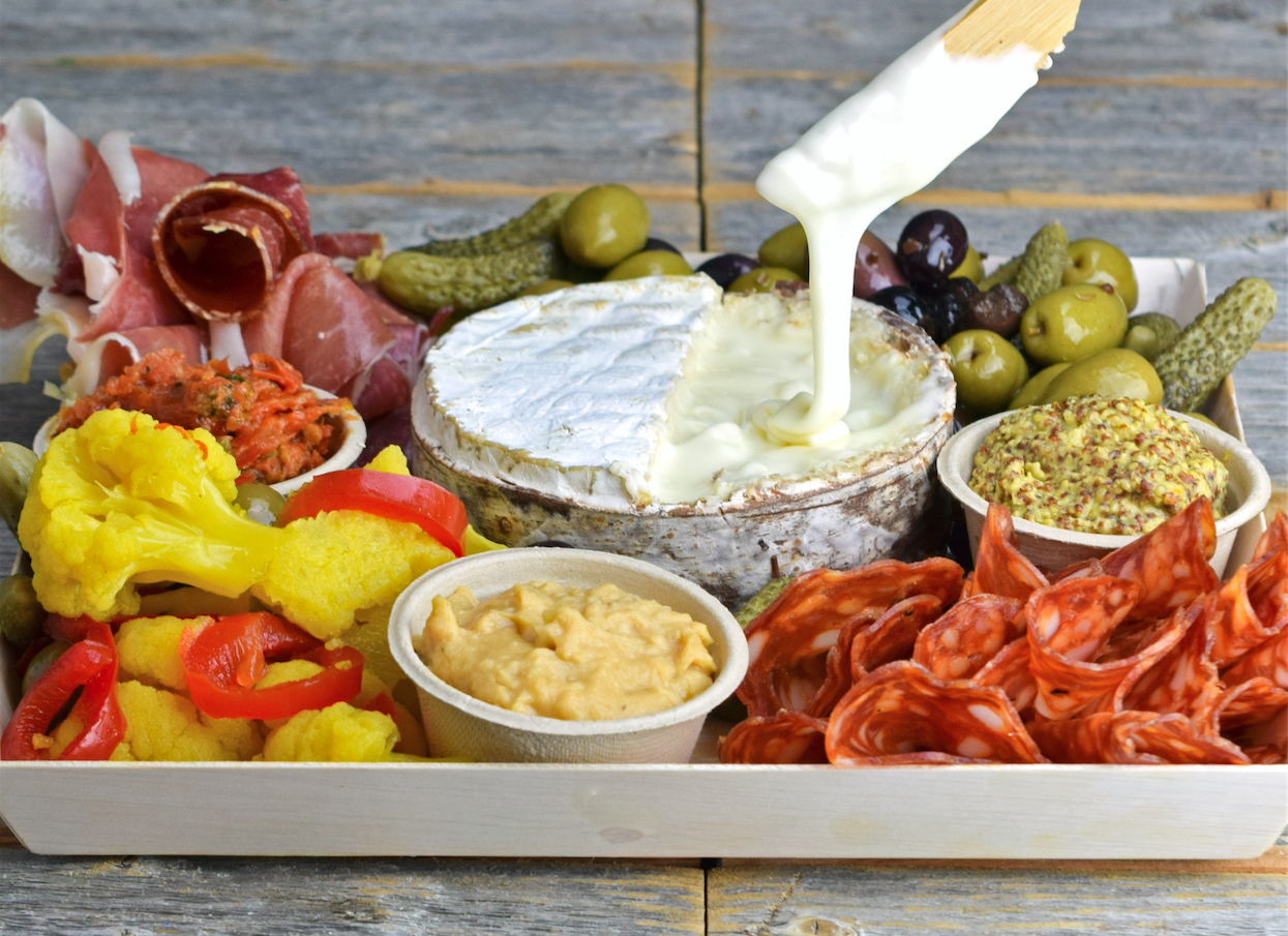 Where to buy gourmet picnic baskets in Chicago
