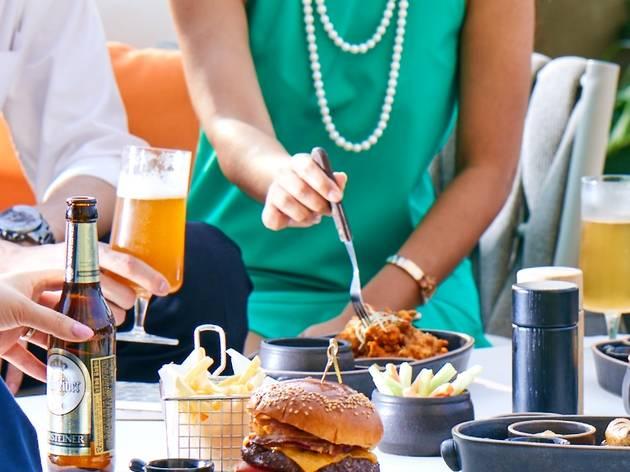 포시즌스 호텔 서울 가든 테라스에서 즐기는 5가지 버거와 수제 맥주!