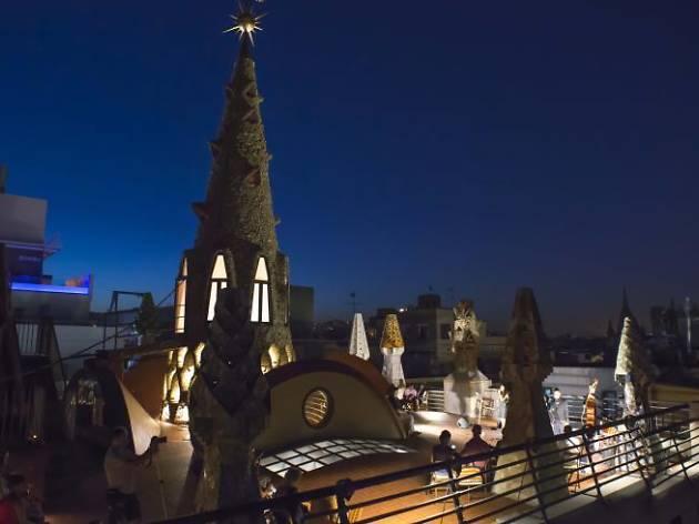 Nits del Palau Güell, música en viu entre xemeneies de Gaudí