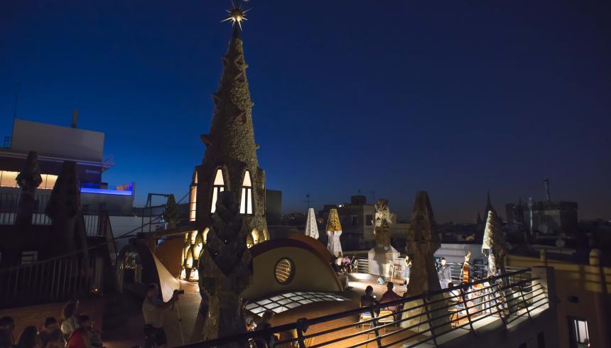 Noches del Palau Güell, música en vivo entre chimeneas de Gaudí