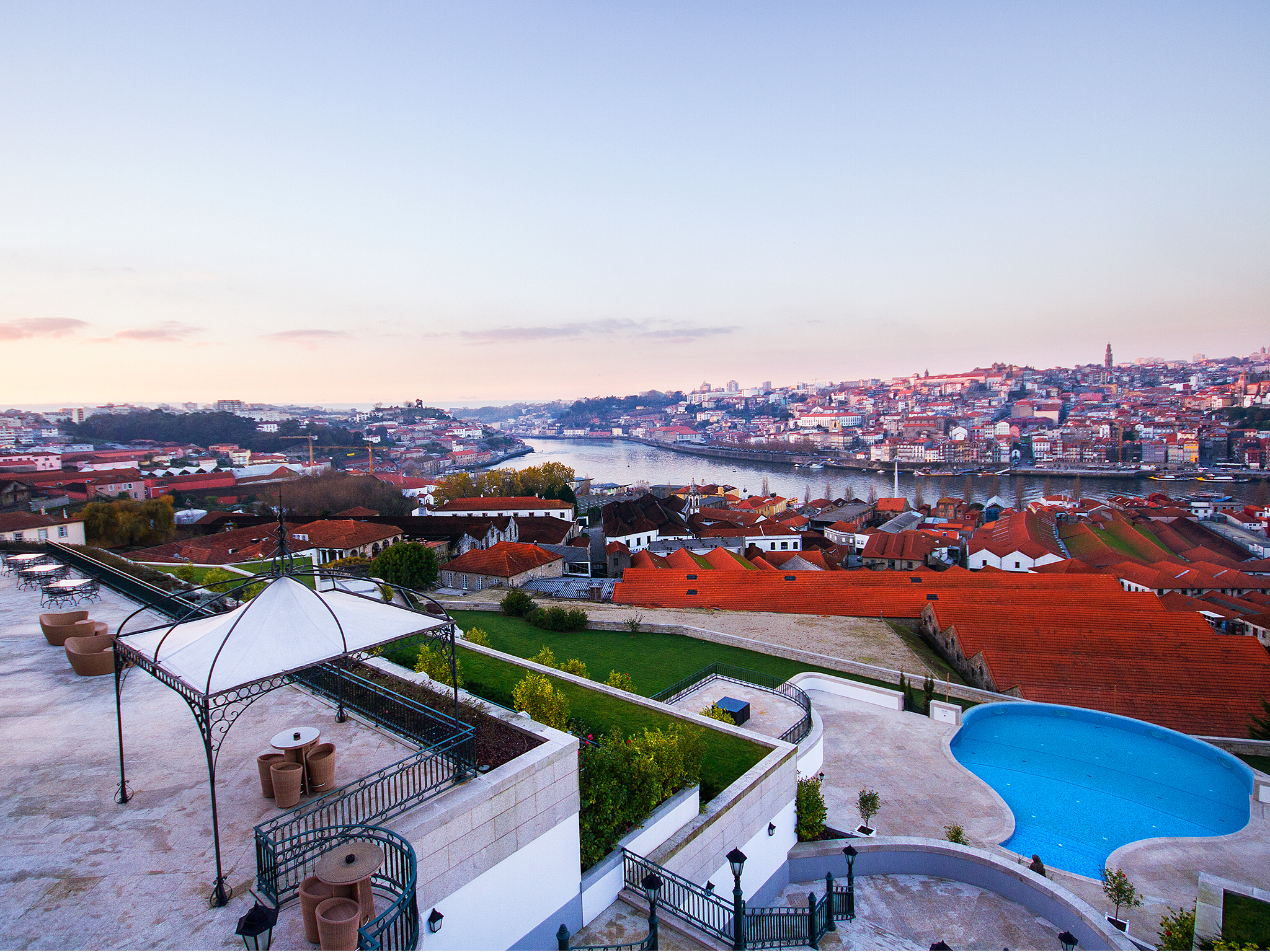 Best hotels with a river view in Porto
