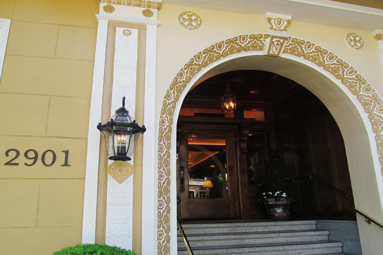 Hotel Drisco front entrance