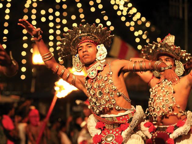 Kandyan Ves dancers