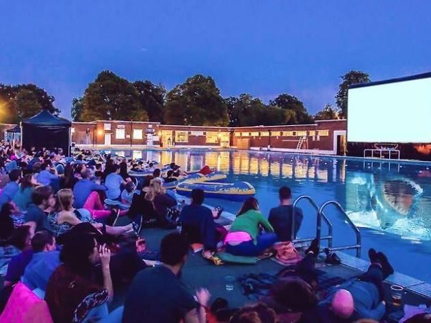 낭만이 넘치는 8월의 이색 영화관