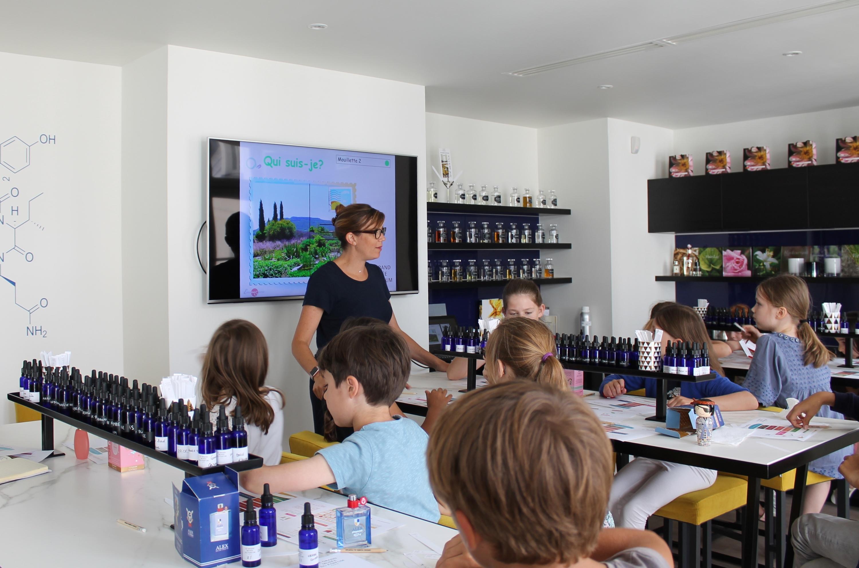 Les ateliers pour enfants du Grand Musée du Parfum : une activité qui sent bon les vacances