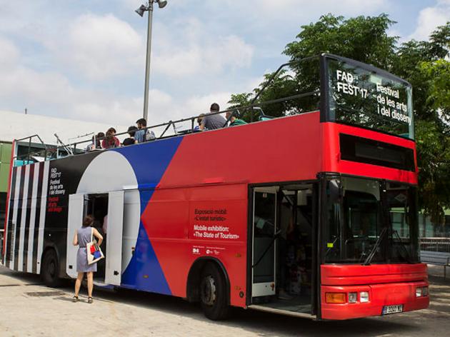 Un bus turístic-exposició per Barcelona