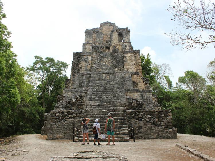 Explora la Zona Arqueológica de Muyil