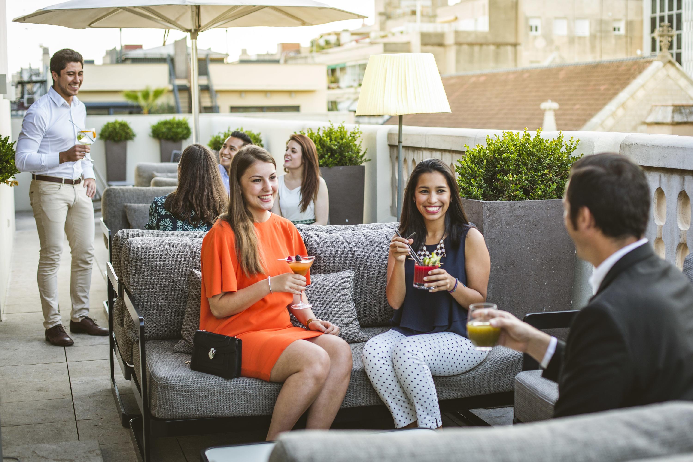 Amics a la fresca als hotels de Barcelona