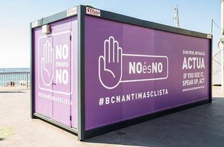 'No és no', el crit de l'estand antimasclista instal·lat a Ciutat Vella