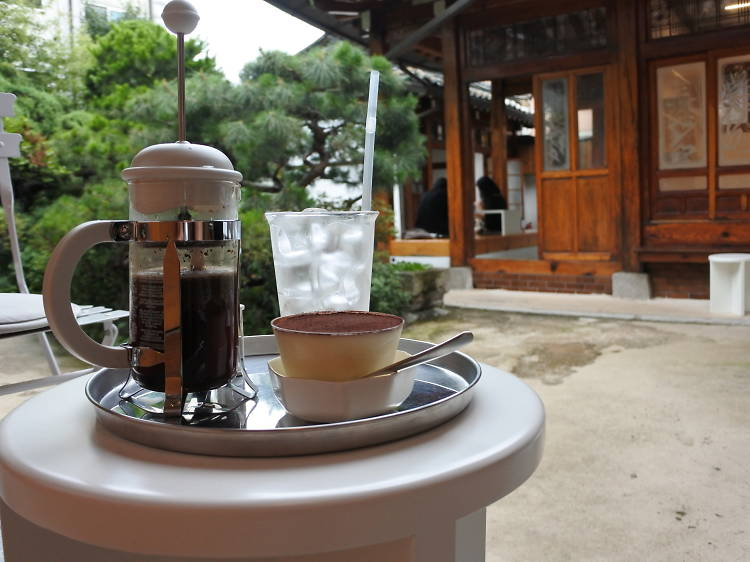 전통한옥에서 커피 한잔, 베어카페