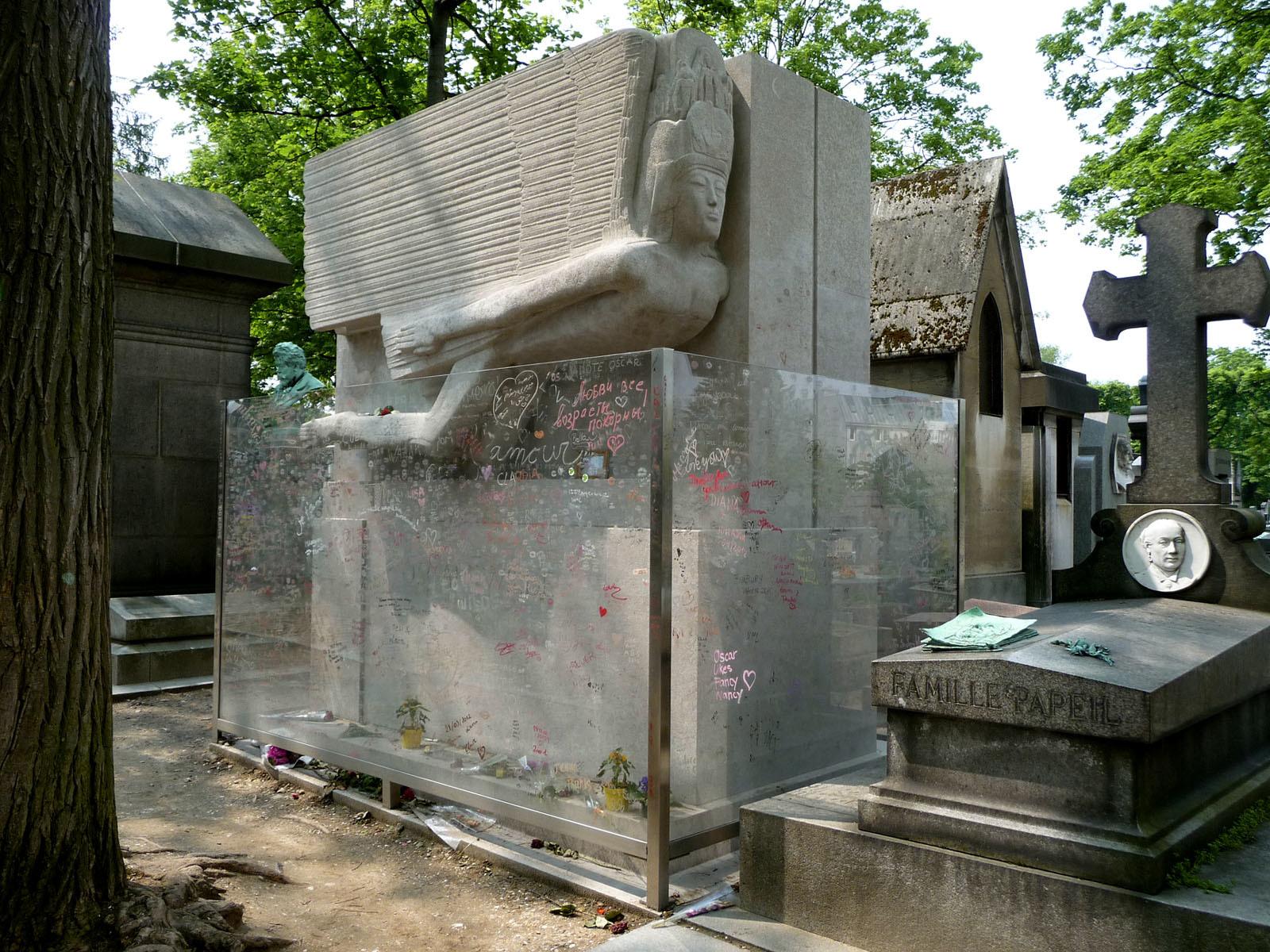 See Oscar Wilde, Jim Morrison and Balzac at peace