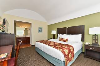 Royal Clipper Inn and Suites