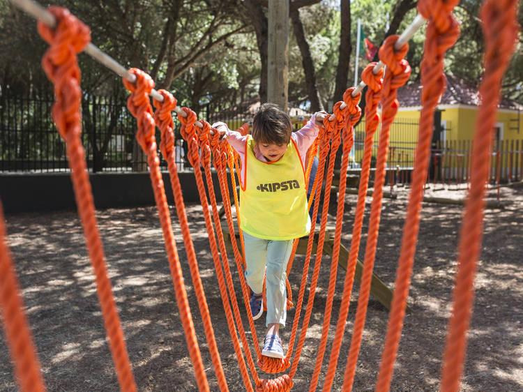 Ir a um parque infantil que é adultos-friendly