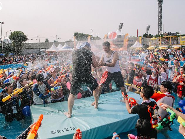 젖을수록 신난다, 물 속에서 뛰노는 축제들