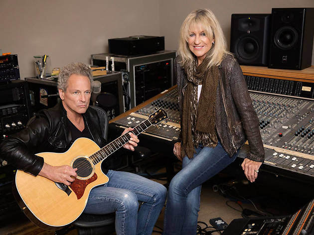 Lindsey Buckingham and Christine McVie perform together
