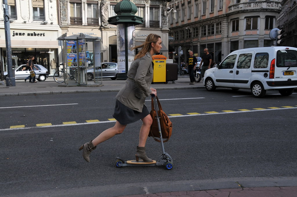 Après le Vélib', la trottinette en libre-service débarque à Paris