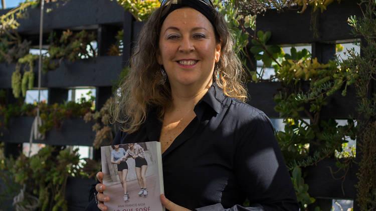 Ana Francis Mor presenta su primera novela, Lo que soñé mientras dormías