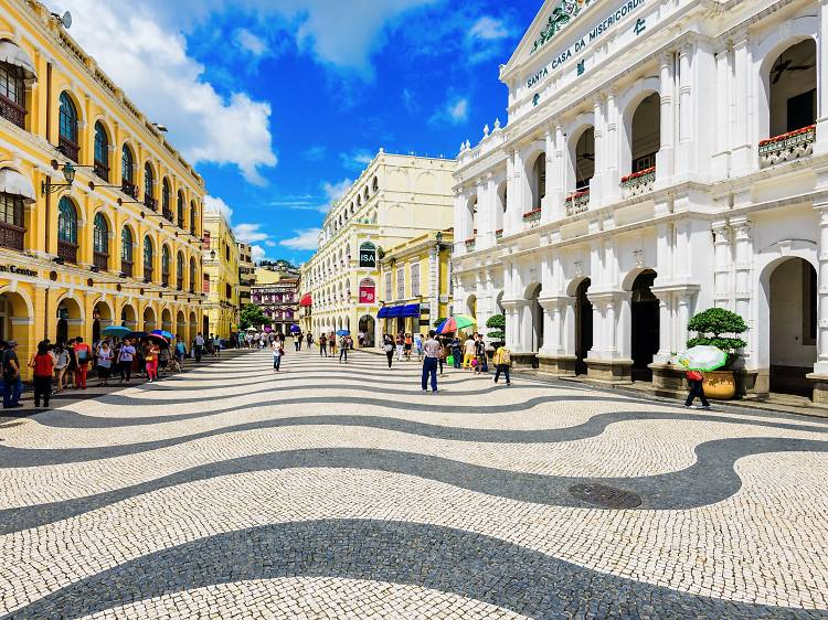 Discover the historic sights of Senado Square