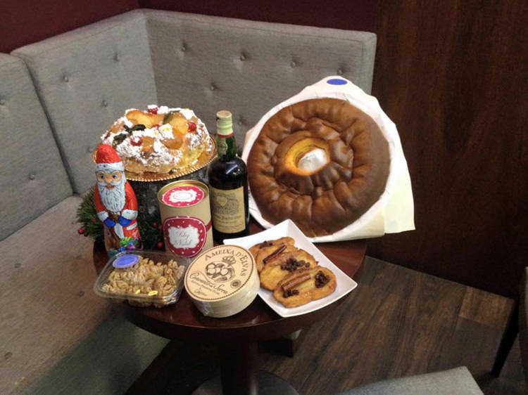 Try the specialities at Confeitaria Petúlia