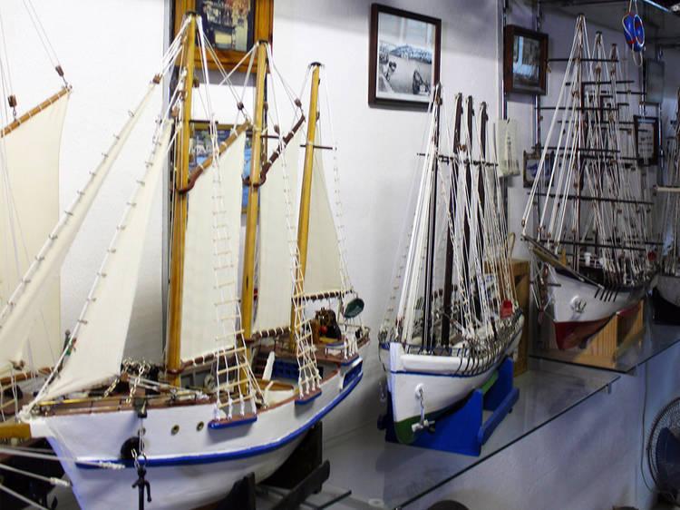 Watch an expert boatbuilder