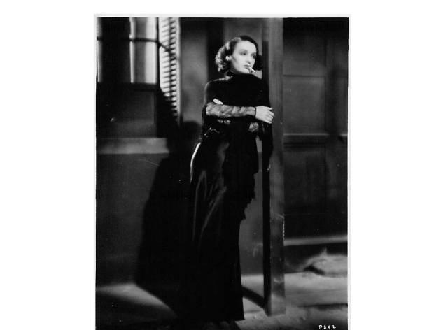Fotograma de la película La mujer de puerto