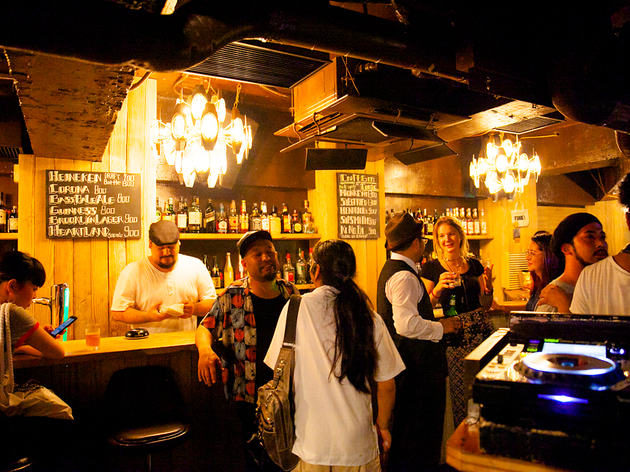 平日も楽しめる、渋谷のDJバー