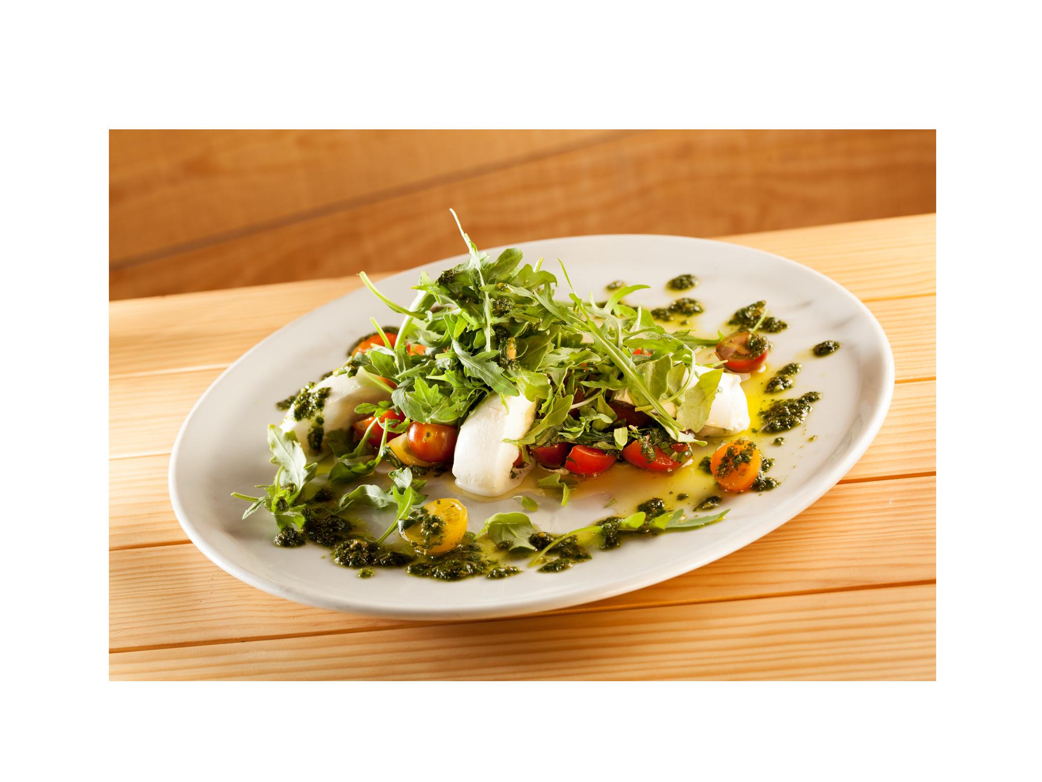 Insalata caprese di 5 pomodorini al basilico e mozzarella di bufala D.O.P della Campania