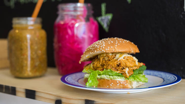 Platillo del mes: hamburguesa de cochinita pibil