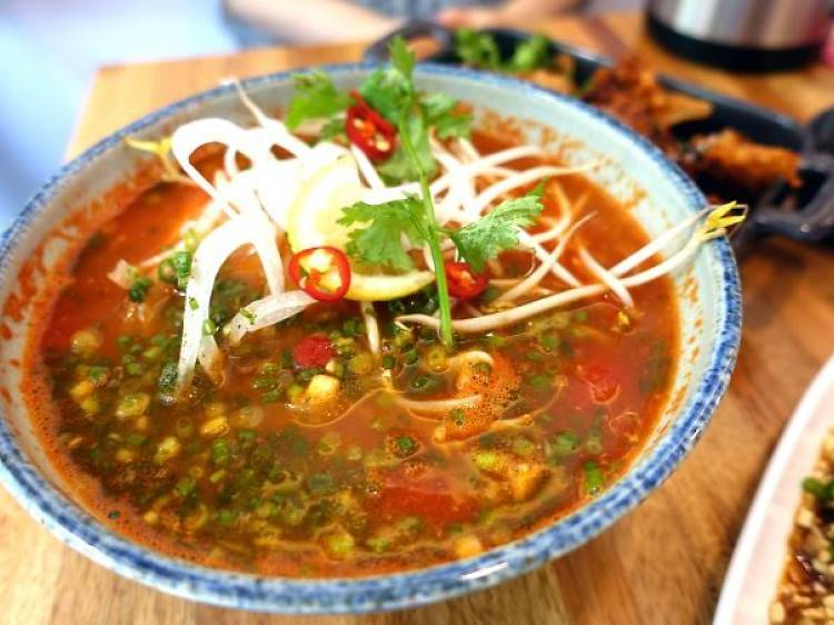 현지에서도 못 먹는 맛: 르번미의 토마토 쌀국수