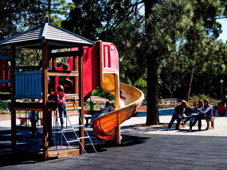 Fazer os primeiros amigos no parque com o playgroup Let's Play