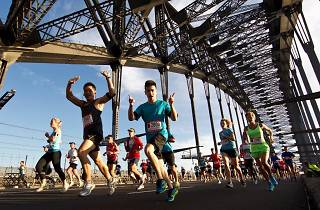 Marathon runners in Sydney on the Bridge