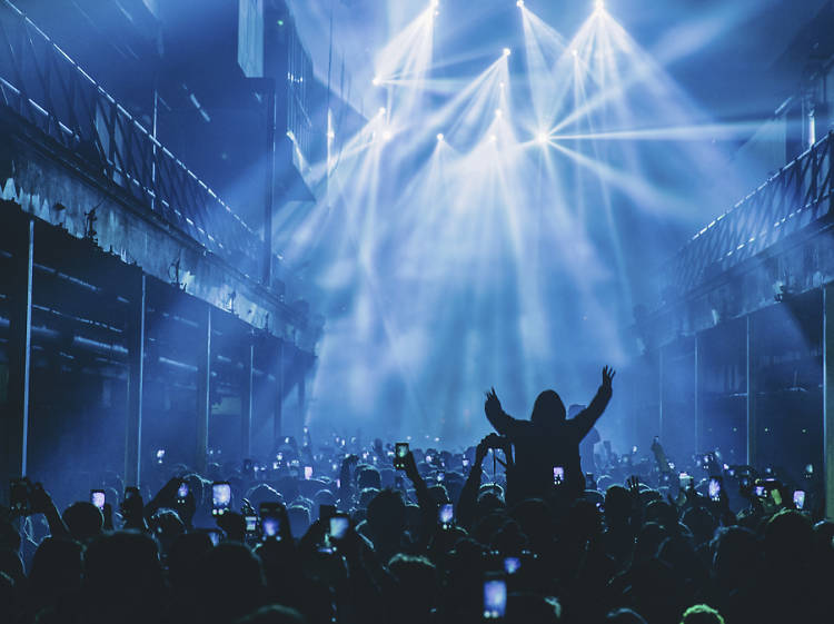 The laser-strewn super-club