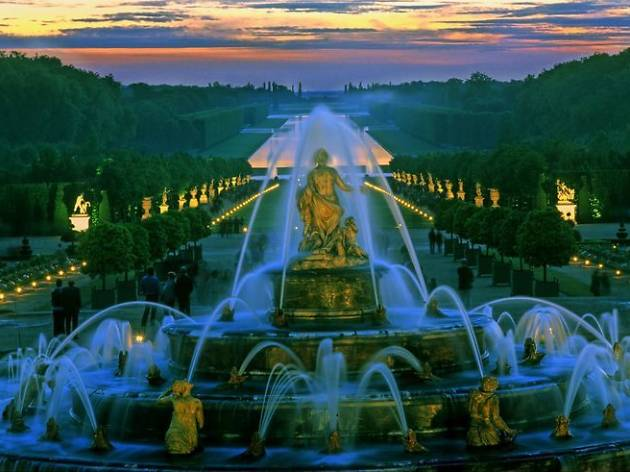Versailles tours: Versailles Gardens with Summer Fountains Night Show