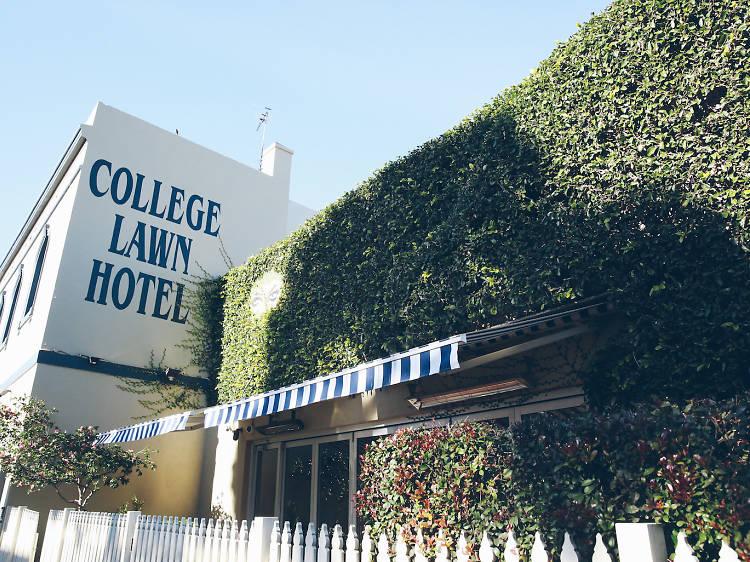 College Lawn Hotel