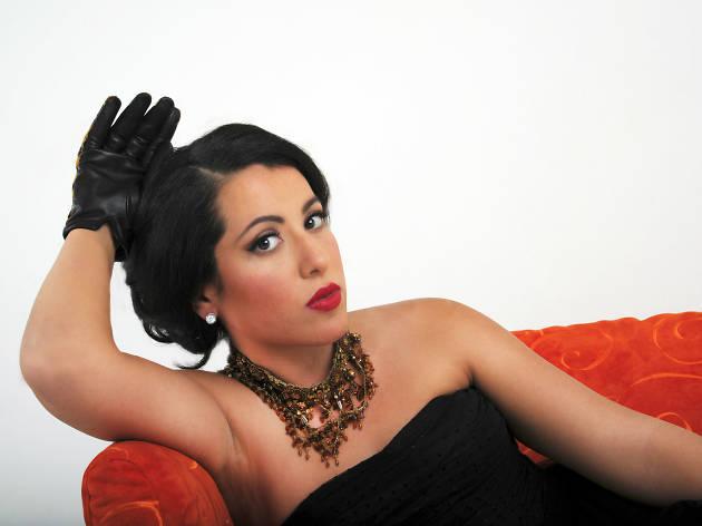 María Katzarava canta Piaf